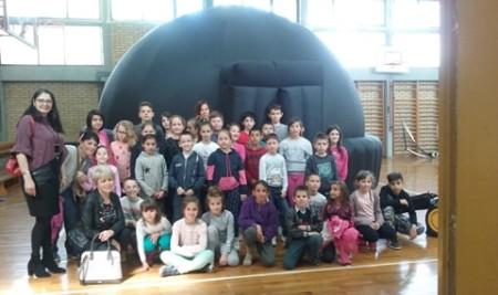 Покретни планетаријум у нашој школи